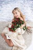 Женщина с цветками Стоковое Изображение RF