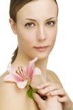 Женщина с цветком Стоковое Фото