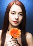 Женщина с цветком Стоковые Фото