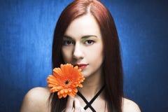 Женщина с цветком стоковое изображение