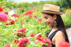 Женщина с цветком Стоковые Фотографии RF