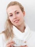 Женщина с чаем Стоковая Фотография