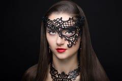 Женщина с черной маской Стоковая Фотография