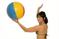 Женщина с шариком пляжа Стоковая Фотография RF