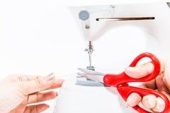 Женщина с швейной машиной стоковое изображение