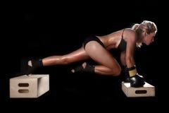 Женщина с шестерней бокса стоковое фото rf