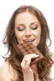 Женщина с шоколадным батончиком стоковое изображение rf