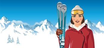 Женщина с лыжами в горе Стоковое Фото