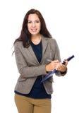 Женщина с clipboard Стоковые Изображения