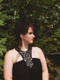 Женщина с fascinator Стоковое Фото