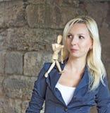 Женщина с figurine Стоковое Изображение RF