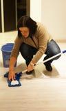 Женщина с mop Стоковые Изображения RF