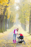 Женщина с pram Стоковые Фотографии RF
