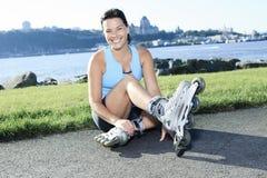 Женщина с rollerblade в временени стоковая фотография