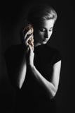 Женщина с Seashell Стоковое Фото