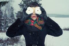 Женщина с snow-balls Стоковое Фото