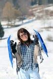 Женщина с snowshoes в зиме Стоковая Фотография RF