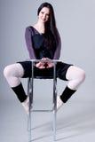 женщина табуреток штанги сидя Стоковые Изображения RF