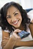 женщина телевидения наблюдая Стоковое Изображение