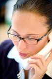 женщина телефона офиса дела говоря Стоковое Изображение
