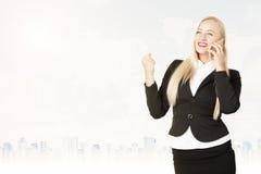 женщина телефона дела успешная говоря Стоковые Фотографии RF