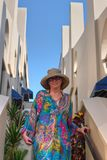 Женщина Тихого океана на лестницах террасы Стоковое Изображение