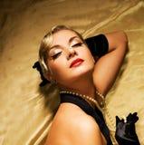 женщина ткани золотистая стоковые фотографии rf