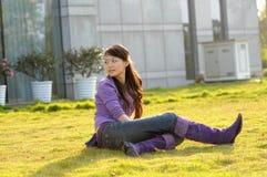 женщина травы бабочки Стоковая Фотография