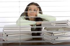 женщина тревоги офиса Стоковые Фотографии RF