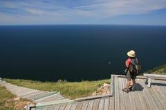 женщина тропки горизонта Стоковые Фото