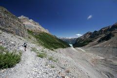 женщина тропки hiker Стоковое Фото