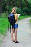 женщина туриста карты руки Стоковые Фото