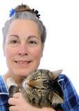 женщина удерживания кота Стоковое Изображение