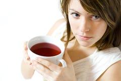 женщина удерживания питья Стоковое Изображение