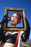 женщина удерживания рамки Стоковые Фото