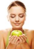 женщина удерживания яблока счастливая здоровая стоковые фотографии rf