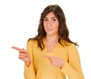 Женщина указывая пальцы к стороне Стоковая Фотография RF