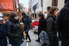 Женщина умоляя в Венеции Стоковая Фотография