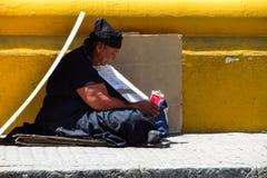 Женщина умоляя в улице Стоковые Фотографии RF