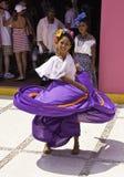 женщина уроженца Мексики maya танцы Косты Стоковые Фото