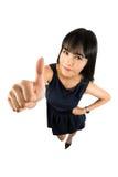 Женщина успеха давая большие пальцы руки поднимает знак Стоковые Фотографии RF