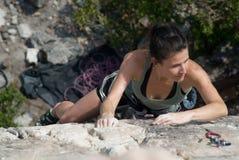 женщина утеса альпиниста Стоковая Фотография