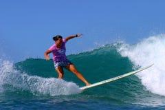 женщина утехи чемпиона monahan занимаясь серфингом Стоковое Фото