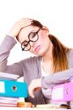 Женщина утомлянная с стогом документов папок Стоковое Изображение