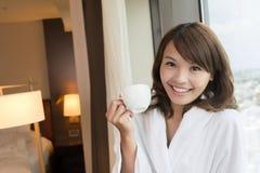 Женщина утра с кофе стоковые фотографии rf