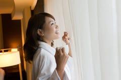 Женщина утра с кофе стоковые изображения rf