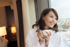Женщина утра с кофе стоковое изображение rf