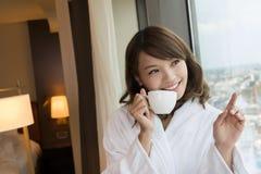 Женщина утра с кофе стоковая фотография rf