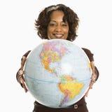женщина удерживания глобуса Стоковые Фотографии RF
