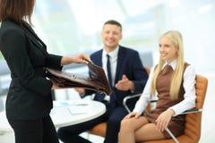 женщина удерживания дела портфеля Стоковое Фото